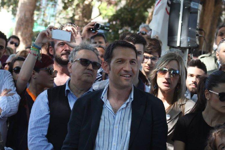https://www.ragusanews.com//immagini_articoli/21-06-2018/gela-incendiata-auto-vice-sindaco-simone-siciliano-500.jpg