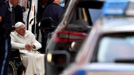 https://www.ragusanews.com//immagini_articoli/21-06-2020/benedetto-xvi-torna-in-vaticano-240.jpg