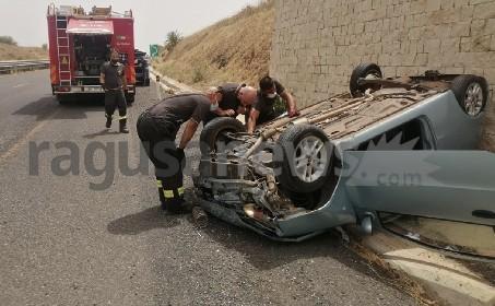 https://www.ragusanews.com//immagini_articoli/21-06-2021/1624292712-si-ribalta-panda-in-autostrada-due-feriti-1-280.jpg