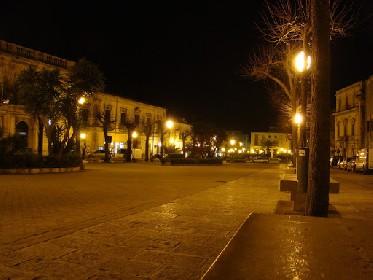 https://www.ragusanews.com//immagini_articoli/21-06-2021/quattro-albanesi-se-le-suonano-di-santa-ragione-in-piazza-italia-280.jpg