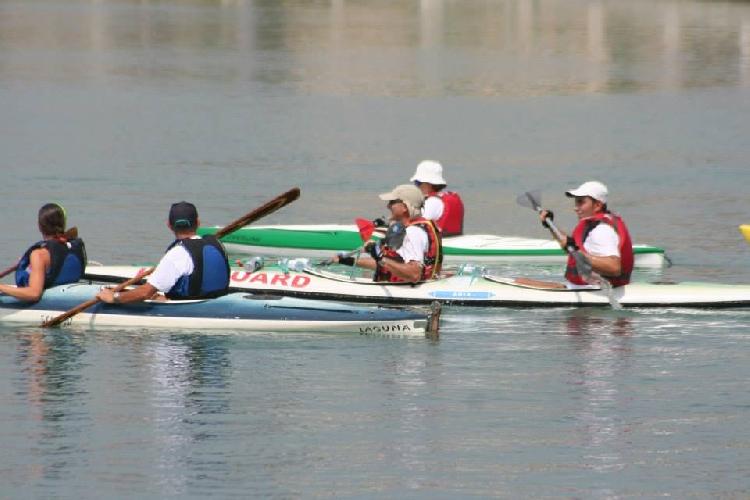 https://www.ragusanews.com//immagini_articoli/21-07-2013/le-canoe-kayak-al-porto-di-marina-di-ragusa-500.jpg