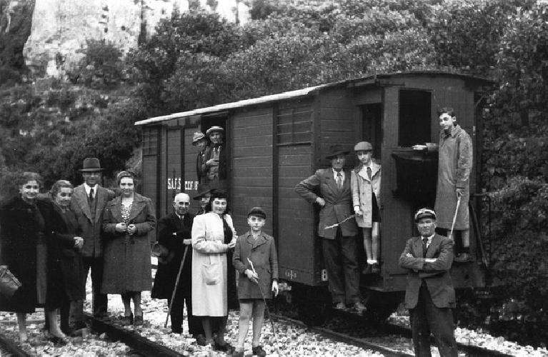 http://www.ragusanews.com//immagini_articoli/21-07-2015/compie-un-secolo-la-ferrovia-secondaria-siracusa-ragusa-500.jpg