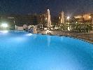 http://www.ragusanews.com//immagini_articoli/21-07-2016/party-in-piscina-al-donnafugata-100.jpg