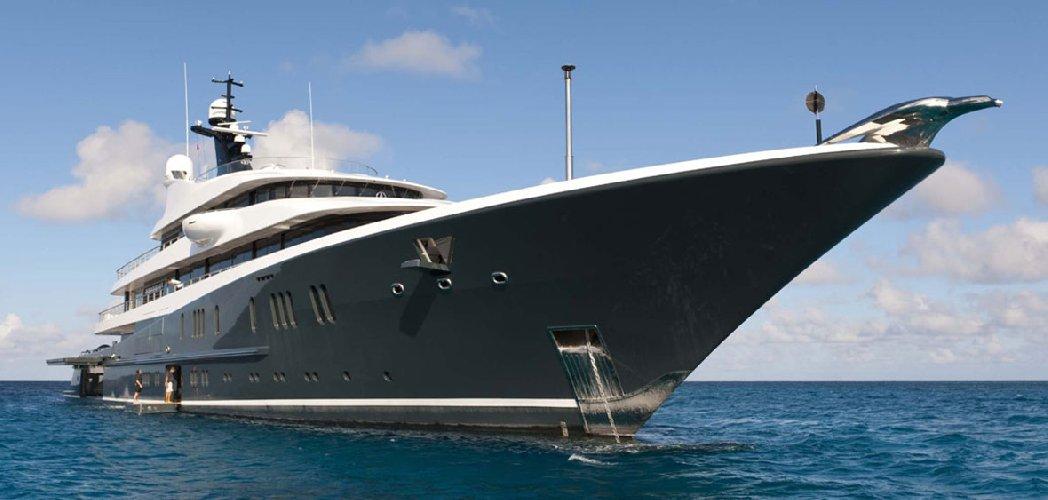 https://www.ragusanews.com//immagini_articoli/21-07-2018/yacht-michael-jordan-avvistato-zingaro-500.jpg