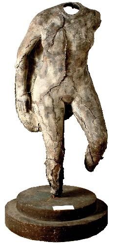 https://www.ragusanews.com//immagini_articoli/21-07-2020/1595322613-le-sculture-di-umberto-mastroianni-a-lipari-1-500.jpg
