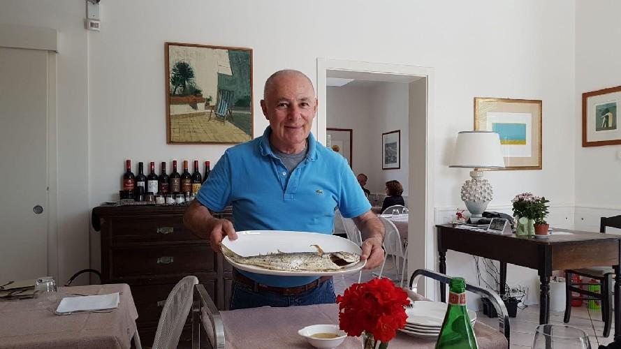 https://www.ragusanews.com//immagini_articoli/21-07-2020/claudio-de-caro-rosina-neri-e-l-epopea-del-ristorante-al-sorcio-500.jpg