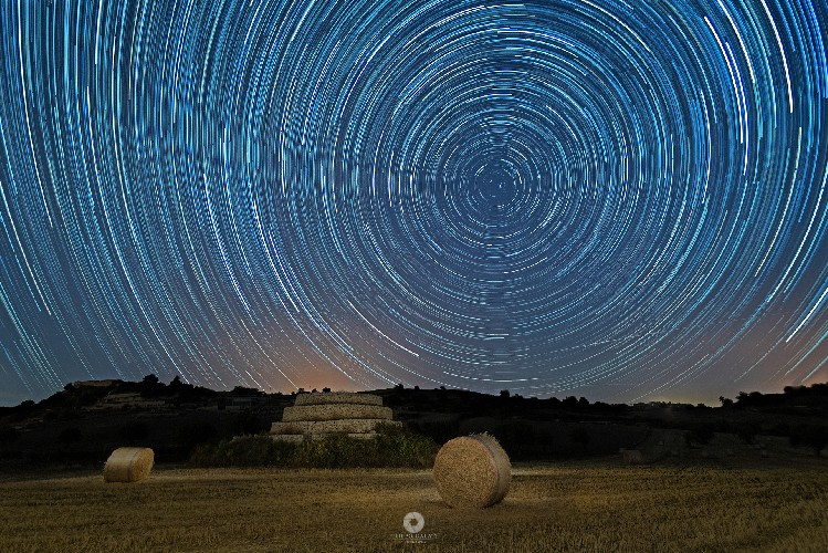 https://www.ragusanews.com//immagini_articoli/21-07-2020/star-trail-sul-muragghiu-500.jpg