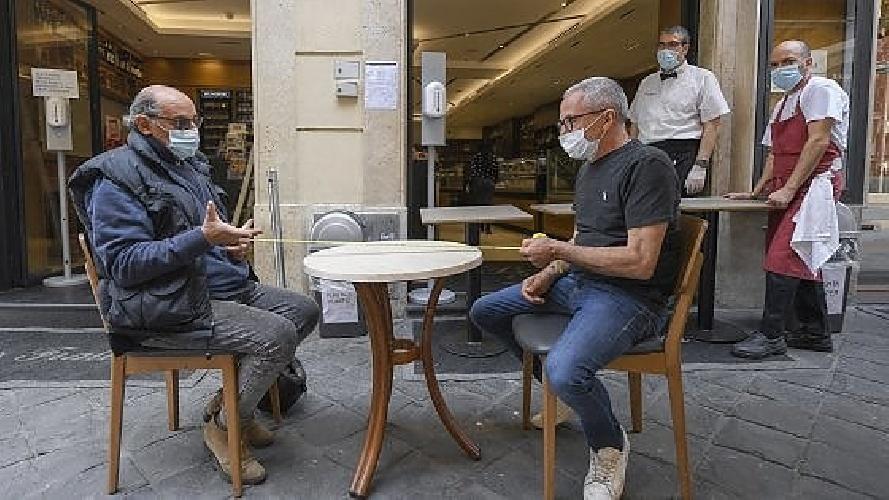 https://www.ragusanews.com//immagini_articoli/21-07-2021/21-luglio-21-morti-covid-in-italia-9-in-sicilia-500.jpg