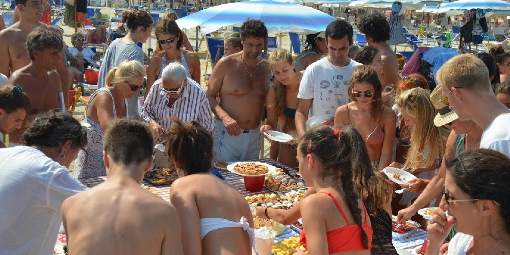 https://www.ragusanews.com//immagini_articoli/21-07-2021/dalla-pipi-al-topless-dalle-foto-ai-cani-9-regole-civili-per-stare-a-mare-500.jpg