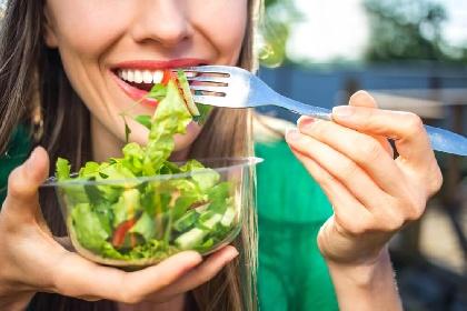 https://www.ragusanews.com//immagini_articoli/21-07-2021/dieta-dell-insalata-come-perdere-2-chili-in-una-settimana-senza-soffrire-280.jpg