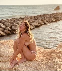 https://www.ragusanews.com//immagini_articoli/21-07-2021/le-foto-e-il-video-del-bagno-di-alessia-marcuzzi-e-porto-ulisse-280.jpg
