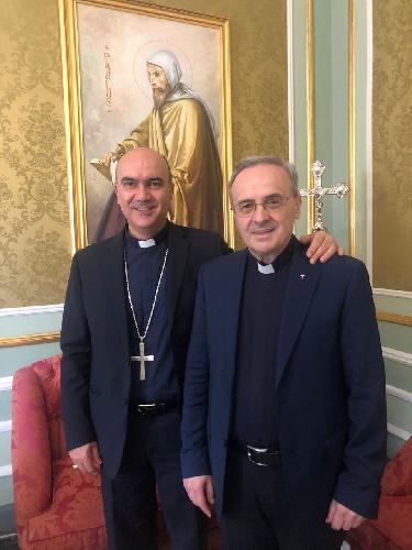 https://www.ragusanews.com//immagini_articoli/21-07-2021/vescovo-la-placa-nomina-monsignor-asta-vicario-generale-500.jpg