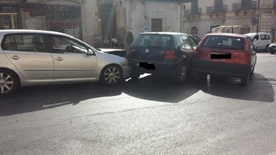 http://www.ragusanews.com//immagini_articoli/21-08-2014/incidente-ferite-bimba-e-mamma-in-gravidanza-500.jpg