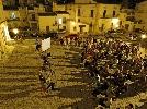 http://www.ragusanews.com//immagini_articoli/21-08-2014/la-scicli-di-rotoletti-e-come-il-western-di-sergio-leone-100.jpg
