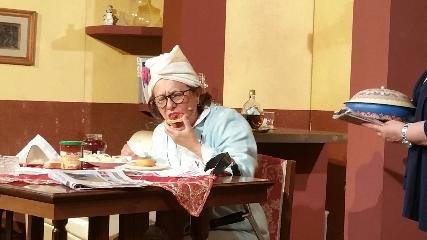 http://www.ragusanews.com//immagini_articoli/21-08-2017/stata-cammello-commedia-amici-teatro-240.jpg