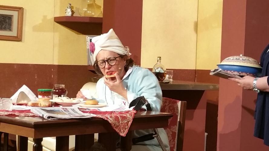 http://www.ragusanews.com//immagini_articoli/21-08-2017/stata-cammello-commedia-amici-teatro-500.jpg