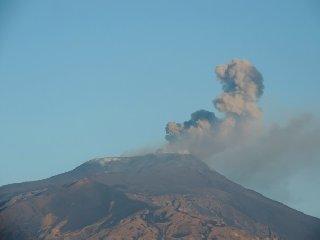https://www.ragusanews.com//immagini_articoli/21-08-2018/sciame-sismico-etna-bronte-maletto-240.jpg