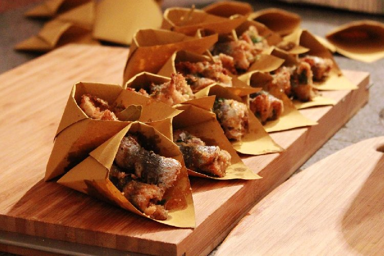 https://www.ragusanews.com//immagini_articoli/21-08-2018/street-food-milo-cibo-strada-500.jpg