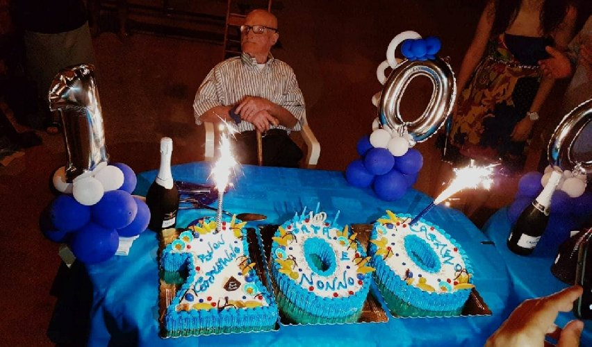https://www.ragusanews.com//immagini_articoli/21-08-2018/vittoria-anni-nonno-carmelo-festa-tutto-quartiere-marangio-500.jpg