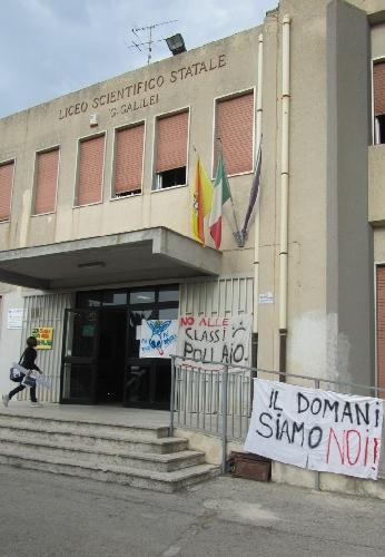 https://www.ragusanews.com//immagini_articoli/21-09-2011/classe-pollaio-a-modica-nino-minardo-presenta-un-interrogazione-500.jpg