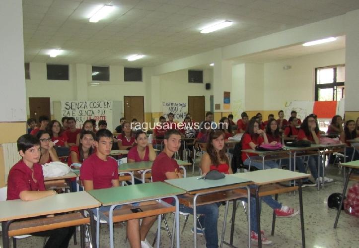 https://www.ragusanews.com//immagini_articoli/21-09-2011/modica-classe-pollaio-codacons-annuncia-esposto-in-procura-500.jpg