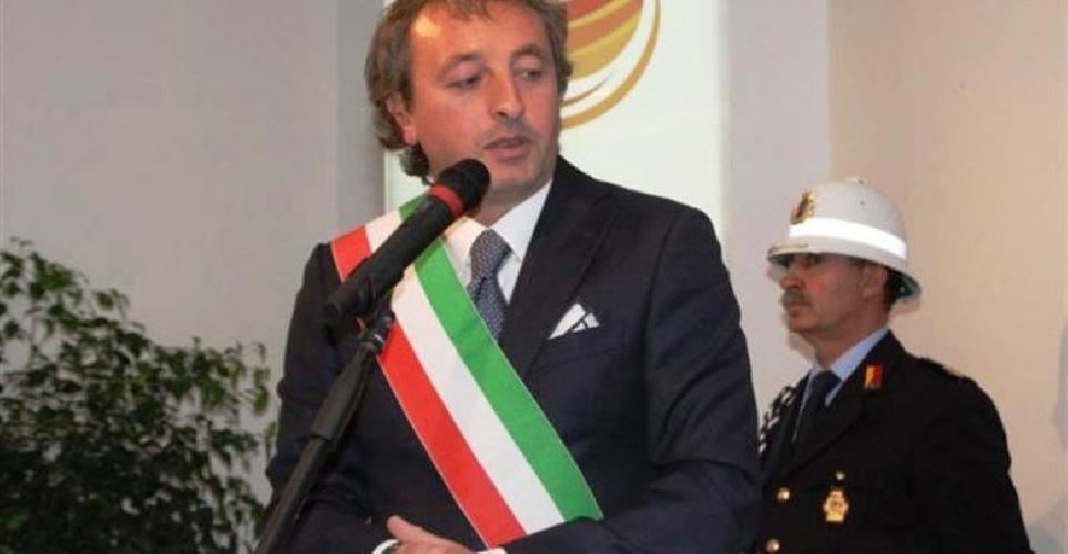 Vittoria, arrestato l'ex sindaco Pd per scambio elettorale. Indagato l'attuale primo cittadino