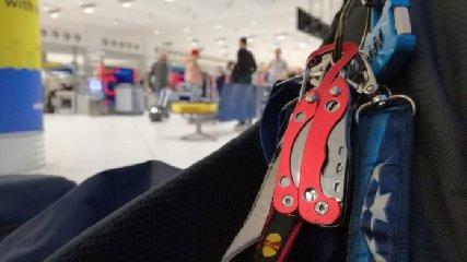 https://www.ragusanews.com//immagini_articoli/21-09-2018/aeroporto-voleva-imbarcarsi-coltello-denunciato-240.jpg