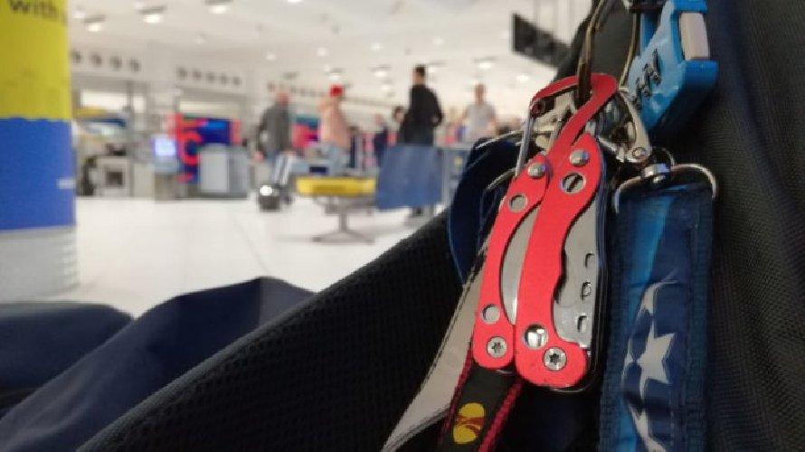 https://www.ragusanews.com//immagini_articoli/21-09-2018/aeroporto-voleva-imbarcarsi-coltello-denunciato-500.jpg