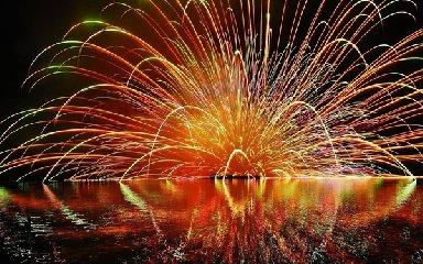 https://www.ragusanews.com//immagini_articoli/21-09-2019/marina-di-ragusa-i-fuochi-d-artificio-addio-all-estate-in-webcam-240.jpg