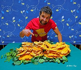 https://www.ragusanews.com//immagini_articoli/21-09-2019/vincenzo-e-il-suo-fungo-di-carrubo-di-sei-chili-foto-240.jpg