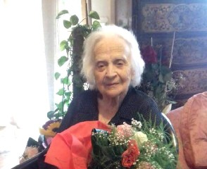 https://www.ragusanews.com//immagini_articoli/21-09-2020/sicilia-nonnina-va-a-votare-a-107-anni-240.jpg
