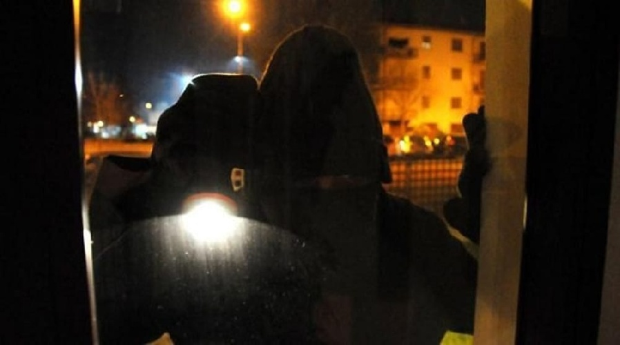 https://www.ragusanews.com//immagini_articoli/21-09-2021/chiaramonte-arrestato-ladro-minorenne-500.jpg