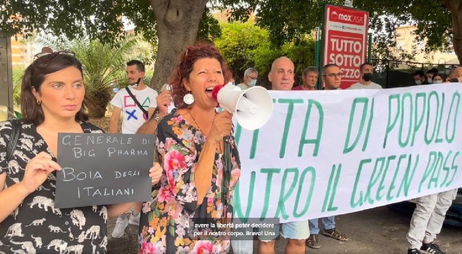 https://www.ragusanews.com//immagini_articoli/21-09-2021/protesta-contro-il-generale-figliuolo-in-visita-in-sicilia-video-500.jpg