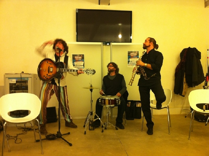 http://www.ragusanews.com//immagini_articoli/21-10-2015/laboratori-musicali-al-liceo-convitto-500.jpg
