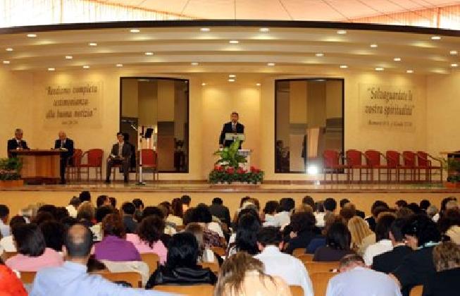 http://www.ragusanews.com//immagini_articoli/21-10-2016/assemblea-dei-testimoni-di-geova-a-cassibile-420.jpg