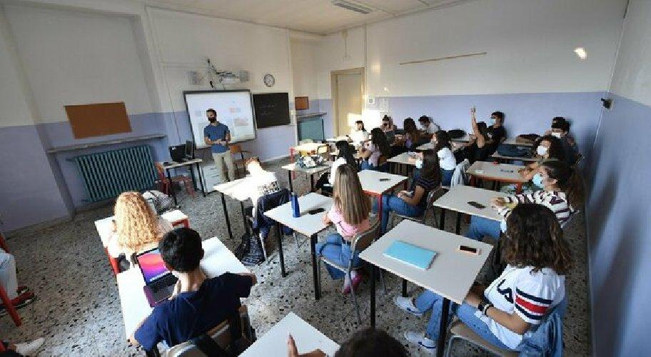 https://www.ragusanews.com//immagini_articoli/21-10-2020/covid-4-classi-della-elementare-don-milani-in-quarantena-500.jpg