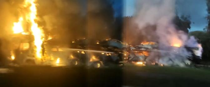 https://www.ragusanews.com//immagini_articoli/21-10-2021/autostrada-catania-messina-a-fuoco-bisarca-carica-di-auto-280.jpg