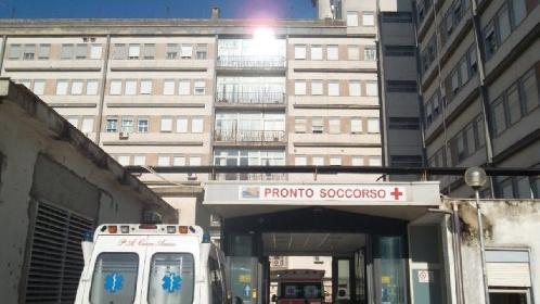 https://www.ragusanews.com//immagini_articoli/21-10-2021/si-lancia-dalle-trombe-delle-scale-50enne-suicida-in-ospedale-280.jpg