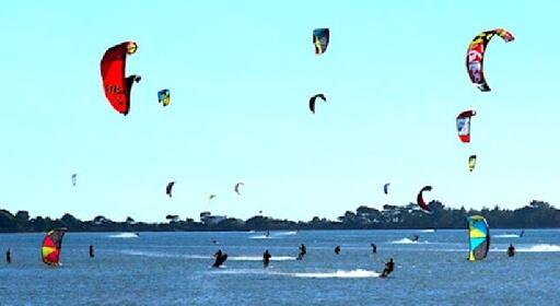 https://www.ragusanews.com//immagini_articoli/21-10-2021/sicilia-incidente-mentre-pratica-kite-surf-muore-un-giovane-280.jpg