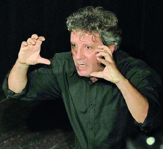 https://www.ragusanews.com//immagini_articoli/21-11-2012/venturino-deputato-grillino-e-attore-il-mio-mistero-buffo-500.jpg