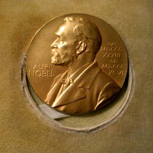 http://www.ragusanews.com//immagini_articoli/21-11-2015/abbate-cerca-di-portare-la-medaglia-nobel-di-quasimodo-a-modica-500.jpg