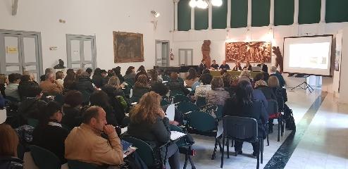 http://www.ragusanews.com//immagini_articoli/21-11-2017/docenti-modicani-scuola-differenziata-240.jpg