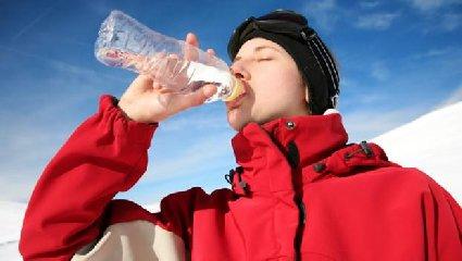 https://www.ragusanews.com//immagini_articoli/21-11-2018/importanza-bere-tanta-acqua-anche-inverno-240.jpg