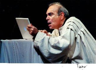 https://www.ragusanews.com//immagini_articoli/21-11-2019/andrea-tidona-in-teatro-a-ragusa-240.jpg