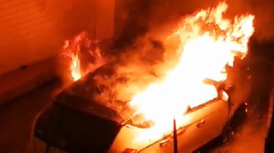 https://www.ragusanews.com//immagini_articoli/21-11-2019/incendiata-l-auto-di-un-attivista-animalista-500.jpg