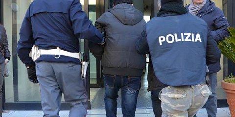 https://www.ragusanews.com//immagini_articoli/21-11-2019/ragusa-arrestato-tunisino-che-aveva-devastato-il-centro-rimpatrio-bari-240.jpg