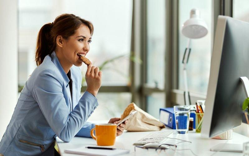https://www.ragusanews.com//immagini_articoli/21-11-2020/dieta-e-smart-working-il-menu-settimanale-per-chi-lavora-da-casa-500.jpg