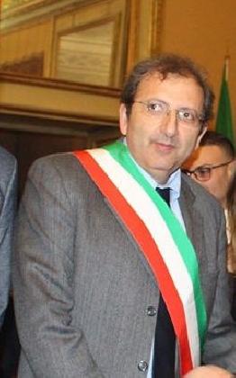 http://www.ragusanews.com//immagini_articoli/21-12-2016/sindaco-giannone-il-paradosso-dell-emergenza-urgenza-a-scicli-420.jpg