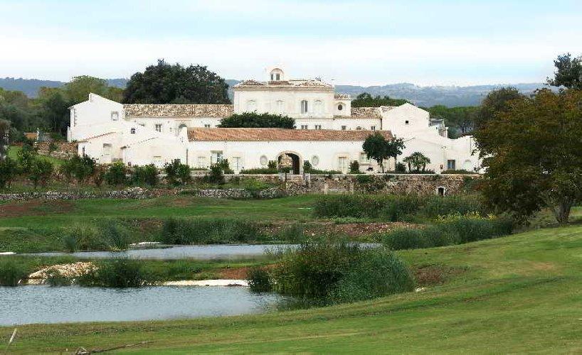 http://www.ragusanews.com//immagini_articoli/21-12-2017/monasteri-golf-resort-sara-gestito-hotels-500.jpg