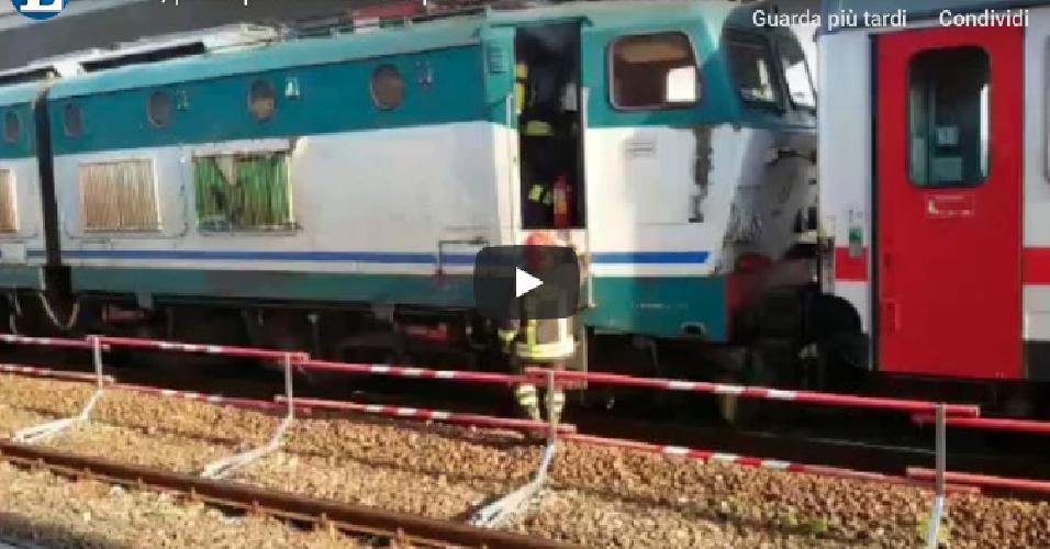 https://www.ragusanews.com//immagini_articoli/21-12-2018/fuoco-treno-giarre-500.png